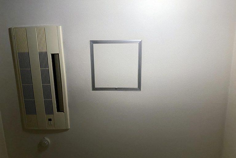 エアコンは天井から