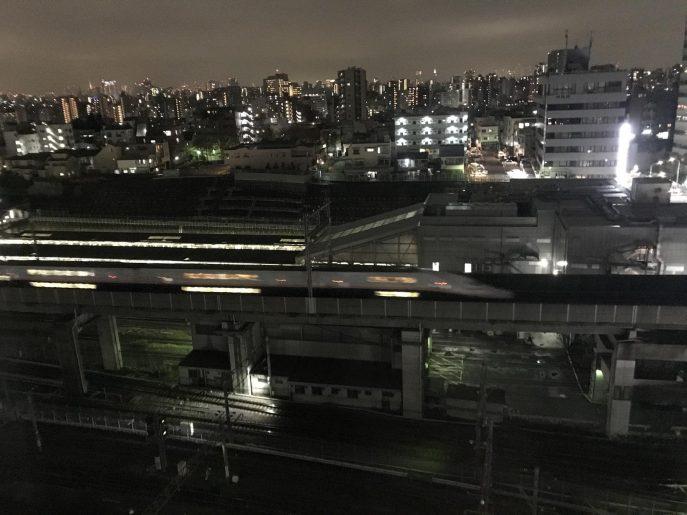 新幹線が目の前を通過