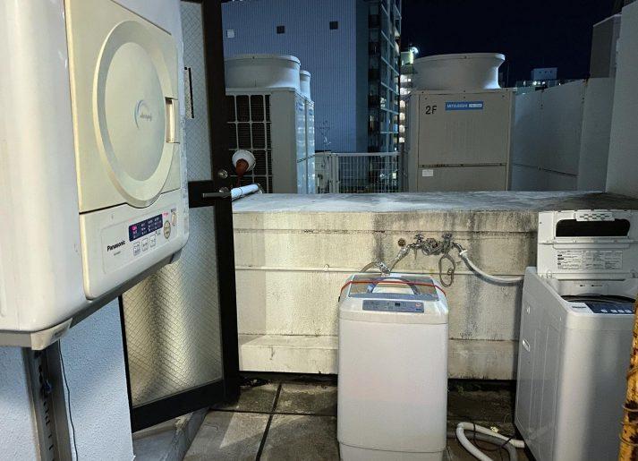 屋上の外の洗濯機・乾燥機コーナー