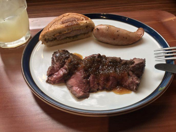 ステーキやバーベキューなどのグリル料理