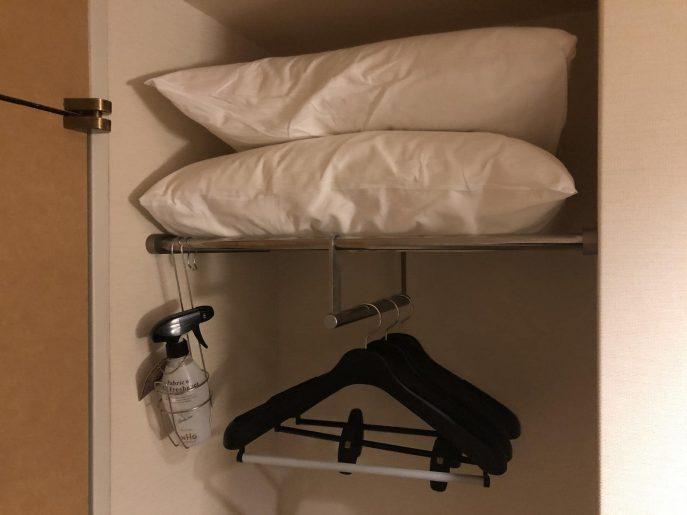 枕とハンガーラック