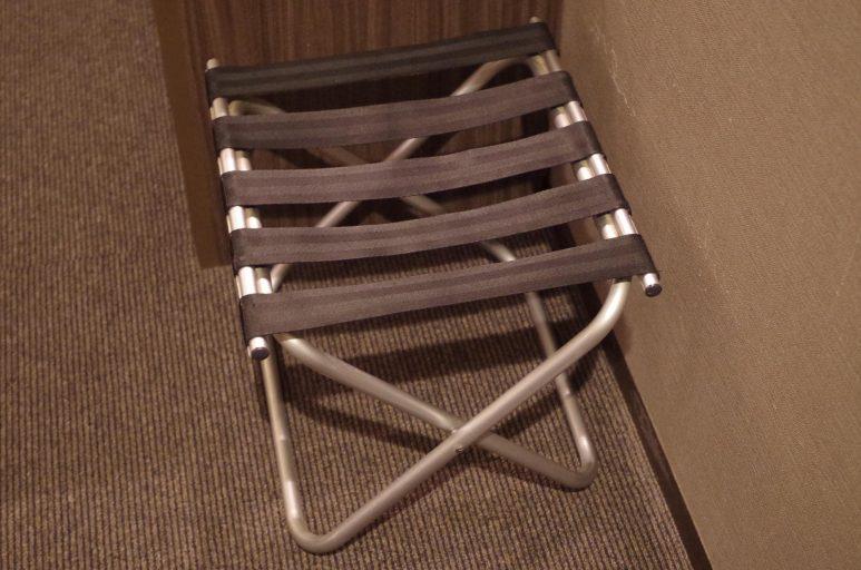 折り畳みの荷物置き