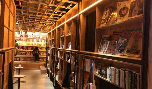 "「BOOK AND BED TOKYO SHINJYUKU」歌舞伎町ド真ん中の""泊まれる本屋"""