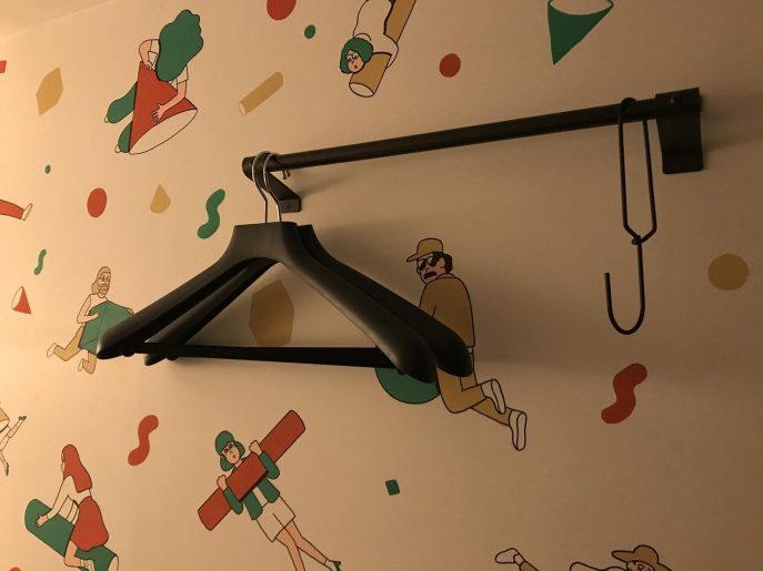 壁のハンガー