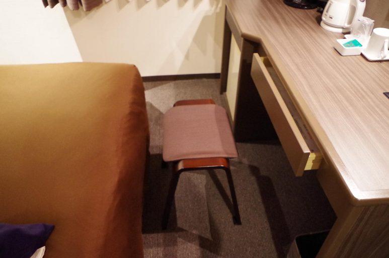 椅子はスツール