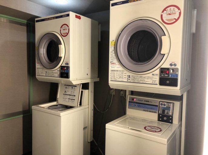 洗濯機と乾燥機が2台ずつ
