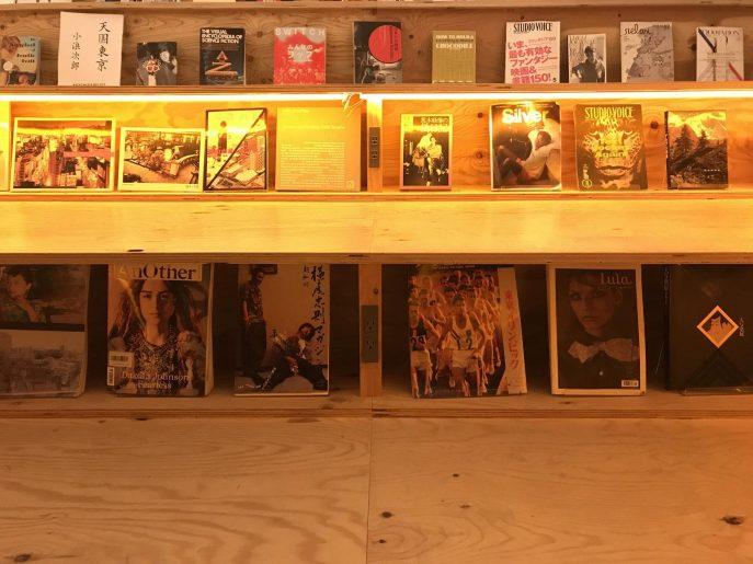 座れる本棚2