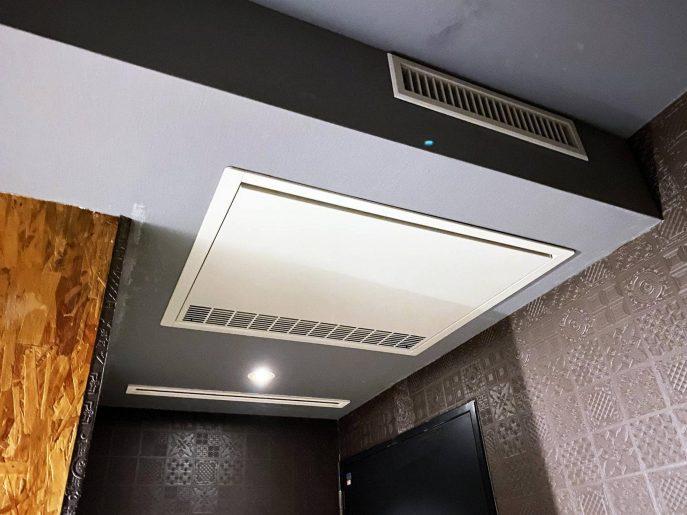 天井型のエアコン