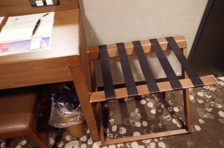木製荷物置き