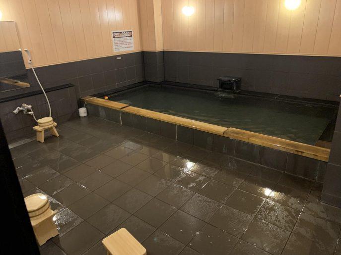 備長炭風呂の大浴場2