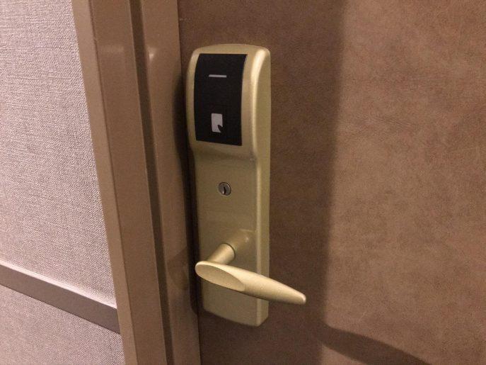 カードキーで開ける扉