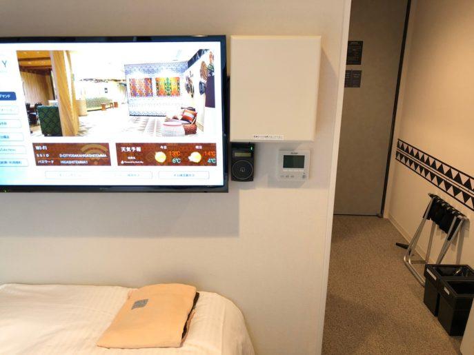 壁掛け液晶テレビ