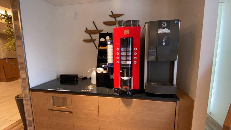 製氷機とコーヒーサーバー