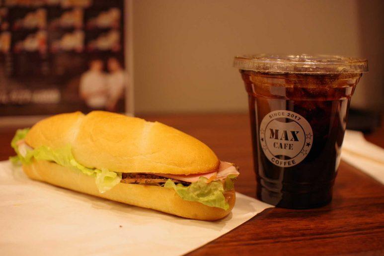 ルームサービスの3種のハムサンドイッチとコーヒー