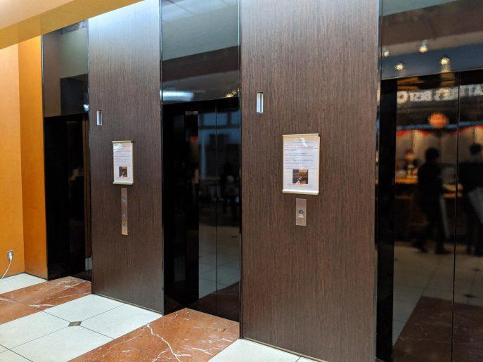 客室階へのエレベーターは3基
