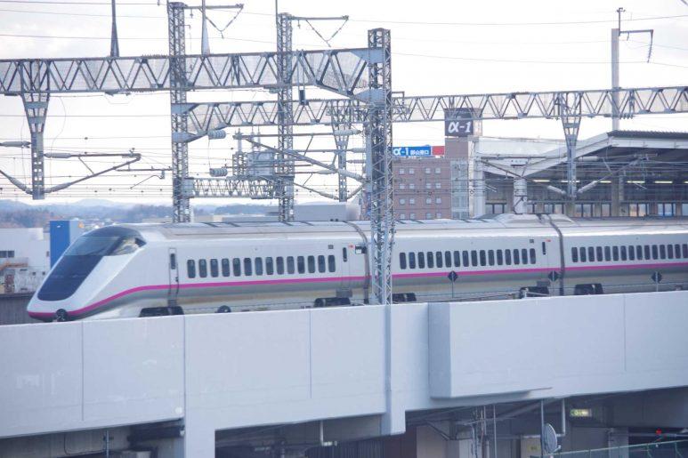 窓から新幹線が眺められる