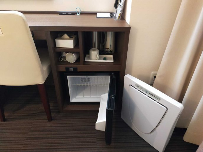 デスク下と冷蔵庫
