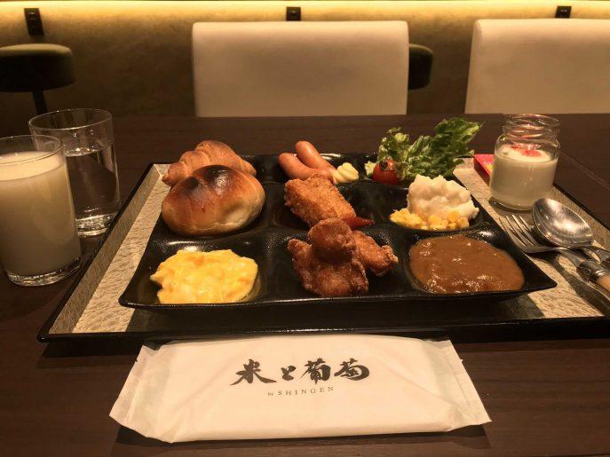 米と葡萄で朝食ビュッフェ