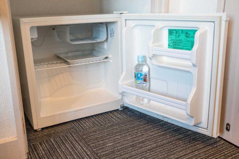 冷蔵庫の中にミネラルウォーター