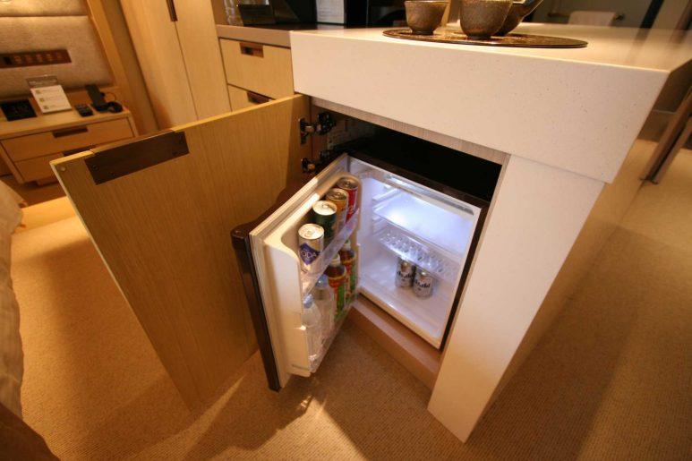 冷蔵庫にはあらかじめ飲み物が