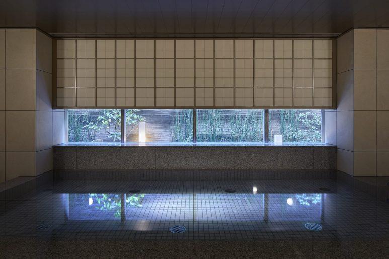 庭園の見える大浴場