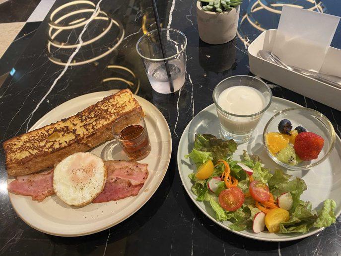 朝食のプレート